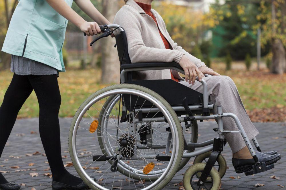 Сагинтаев пообещал решить вопрос с оплатой индивидуальных помощников для инвалидов